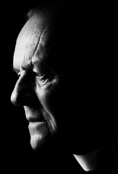 "Anthony Hopkins as Father Lucas Trevant in ""The Rite / El Rito"" - Rostros / Faces / Portrait"