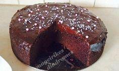 Σοκολατόπιτα νηστίσιμη, από τις «Μαγειρικές Διαδρομές»! Ζουμερή και νηστίσιμη σοκολατόπιτα! Συστατικά 600 γρ αλεύρι , 400 γρ ζαχαρη , 300 γρ νερό κρύο , 200 γρ λάδι ηλιελαιο , 1 κ. σ. σόδα , 2 κ σ ξύδι , 1 βανιλια, 4 κ σ κακάο Για το γλάσο σος σοκολάτας 2 κ σ κακάο , 4 κ σ ζαχαρη , 250 γρ νερό 2 κ σ κορν φλάουρ +50 γρ νερό Οδηγίες Βάζουμε τα υγρά υλικά σε μια λεκάνη και προσθέτουμε τα Στερεά υλικά. Χτυπάμε με σύρμα και ψήνουμε στους 180 βαθμούς για 25-30 λεπτά. Cookbook Recipes, Cooking Recipes, Cooking Cake, Death By Chocolate, Recipe Images, Greek Recipes, Cupcake Cakes, Cupcakes, Dairy Free