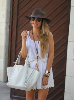 White lace skirt fashion blogger Mónica Sors (6)