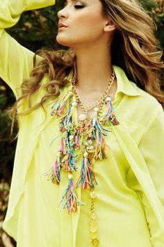 Oasis5 Maxicollar de borlas multicolor Alejandra Valdivieso maxinecklace