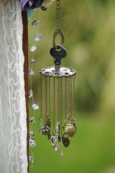 24 New Ideas Yard Art Ideas Wind Chimes Mobiles Garden Crafts, Garden Art, Blowin' In The Wind, Diy Wind Chimes, Homemade Wind Chimes, Glass Wind Chimes, Pot Jardin, Deco Nature, Recycled Art