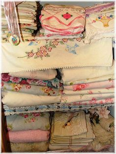 Lovely old linens♥