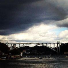 Ponte da Arrábida, vista do Jardim do Calém (junto ao Fluvial).