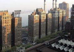 Localizado no centro de Manhattan encontra-se um bairro histórico construído nos anos 20 por Fred F. French. Tudor City foi o nome dado a este bairro composto por 12 edifícios em estilo arquitetónico Tudor. Na época, a localização onde de encontra hoje Tudo City não passava de uma área pobre delimitada a Este por uma empresa de gás