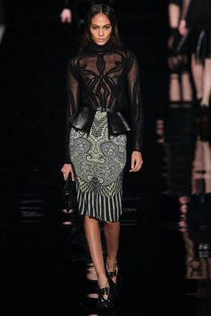 Etro fall 2012 Milan- the blouse is art Fashion 2020, High Fashion, Fashion Beauty, Fashion Looks, Womens Fashion, Plus Size Kimono, Kimono Blouse, Kimono Pattern, Suits For Women