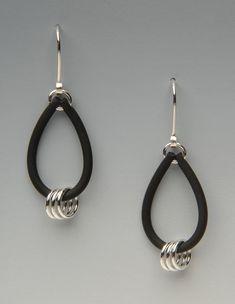 Rings Loop Earrings by Lonna Keller (Silver & Neoprene Earrings) Grey Pearl Earrings, Bow Earrings, Leather Earrings, Leather Jewelry, Beaded Earrings, Jump Ring Jewelry, Wire Jewelry, Beaded Jewelry, Jewelry Rings