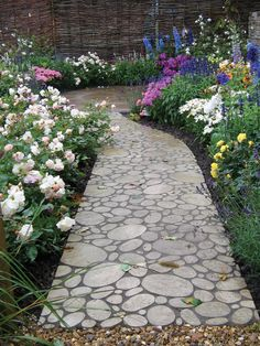 Paving can be cut to any shape and helps create interesting and eye-catching features.