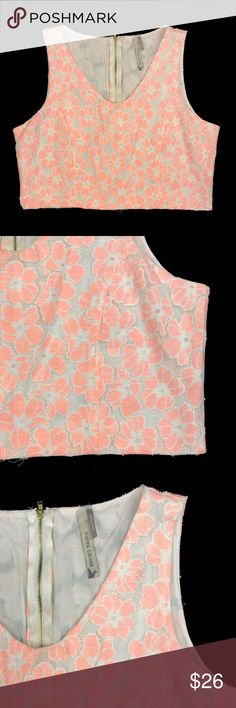 Paper Crane White & Pink Floral Top White & Pink. Size Large. Paper Crane Tops Crop Tops