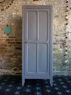 une petite armoire ancienne pour ranger le linge {Atelier Charivari}