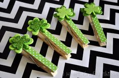 """Shamrock Clothespin Clips for St Pat's Day. Cute idea ~ these """"seasonal"""" add-ons are available for every holiday. Clothes Pin Wreath, Clothes Pegs, Clothes Crafts, St Patrick's Day Crafts, Mothers Day Crafts, Crafts For Kids, Art N Craft, Craft Stick Crafts, Diy Crafts"""