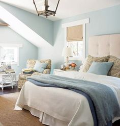 blue and white room - looks comfortable