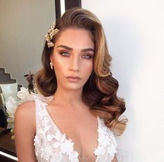 Stunning 56 Formal Hairstyle for Really Long Hair https://99outfit.com/index.php/2018/12/30/56-formal-hairstyle-for-really-long-hair/