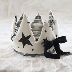 plush, tall cotton crown adorned with handprinted stars. reverses to stripe pattern
