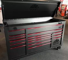 Tool box i want Shop Tool Boxes, Tool Box Diy, Garage Tool Storage, Tool Shop, Garage Tools, Garage Workshop, Garage Ideas, Mechanic Tool Box, Mechanic Garage