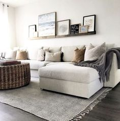 Livingroom design ideas to make look confortable for guest 20 Home Living Room, Apartment Living, Living Room Designs, Living Room Decor, Living Room Neutral, Small Living Room Furniture, Small Living Room Design, Cozy Apartment, Living Room Remodel