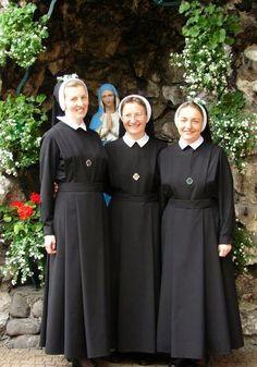 Catholic Religion, Catholic Art, Religious Art, Nun Outfit, Nun Costume, Nuns Habits, Cheap Room Decor, Runaway Bride, Christ The King