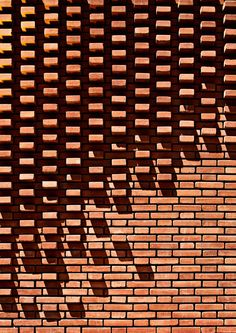A close up detail of the patterned brick facade Brick Design, Facade Design, Brick Architecture, Architecture Details, Eco Construction, Brick Cladding, Brick Detail, Brick Masonry, Brick Art