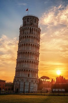 Mind blowing pic of Leaning Tower of Pisa! #Italy #Pisa #Attraction #Photography