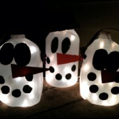 Snowman milk jugs Milk Jug Crafts, Milk Jugs, Snowman, Christmas Crafts, Diy Crafts, Mugs, Tableware, House, Ideas