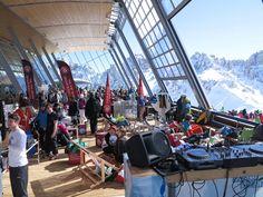 Sound & Chill bei Conquer the Alps. Wir servieren euch diesmal feinsten House am Hoadl und Hip Hop im Dohlennest - freut euch. Innsbruck, Challenge, Alps, Chill, Hip Hop, Basketball Court, Jackdaw, Skiing, Hiphop
