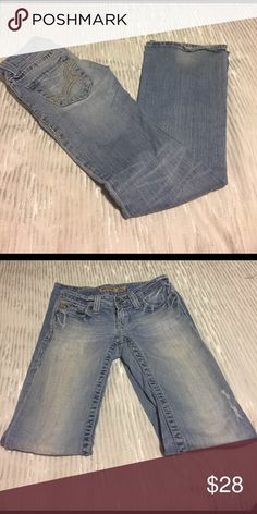 Big Star Sweet, ultra low-rise girls/ladies jeans. These jeans are in EUC, and feel great on. Small amount of wear at bottom of legs but other than that in perfect shape. Have run in left leg but were bought that way. Light wash. Big Star Jeans Boot Cut