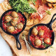 Meatballs in tomato sause.