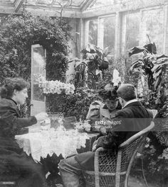 'Afternoon tea', late 19th century. Stereoscopic card.