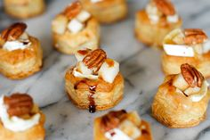 Baked Brie, Pear and Pecan Bites = Puff pastry rounds filled w/ Creamy Brie, topped with pear, a toasted pecan and a drizzle of balsamic vinegar! One Bite Appetizers, Gourmet Appetizers, Elegant Appetizers, Holiday Appetizers, Appetizer Ideas, Appetizer Recipes, Brie Appetizer, Tapas, Pavlova