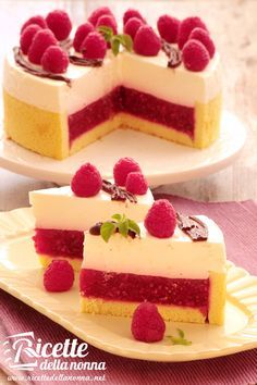Greek Yogurt Cheesecake stuffed with raspberries Just Desserts, Delicious Desserts, Cheesecake Recipes, Dessert Recipes, Torte Cake, Breakfast Cake, Sweet Cakes, Quiches, No Cook Meals