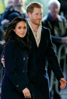 Prince William and Kate 'to host Prince Harry and Meghan Markle for Christmas' Prinz Harry Meghan Markle, Meghan Markle Prince Harry, Prince Harry And Megan, Harry And Meghan, Royal Fashion, Look Fashion, Principe Henry, St Georg, Prinz Charles
