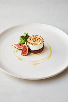 10 Gourmet Fine Dining Desserts Recipes - Fill My Recipe Book Gourmet Recipes, Dessert Recipes, Cooking Recipes, Gourmet Desserts, Plated Desserts, Healthy Cooking, Fancy Food Presentation, Chef Cookbook, Great British Chefs