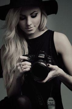 Lara Self Portrait Photographer Self Portrait, Pose Portrait, Self Portrait Photography, Photographer Headshots, Photography Camera, Photography Tips, Fashion Photography, Photographer Outfit, Photographer Tattoo
