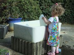 DIY Water Table Inspiration sand and water table – so much better than plastic monstrosities Belfast Sink Garden, Garden Sink, Kids Water Table, Sand And Water Table, Sand Table, Red Dogwood, Butler Sink, Mud Kitchen, Cat Playground