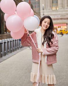 Girl Artist, Girl Fashion, Fashion Outfits, Chinese Actress, Ulzzang Girl, Girl Crushes, Asian Beauty, My Idol, Cute Girls