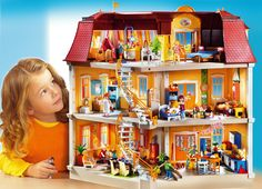 Playmobil Grande Mansion is the ultimate luxury home! With two staircases, the shutters can be closed and the curtains can be changed. Check it out on MyToysDirect Play Mobile, Dilly Dally, Lego Animals, Funny Animals, Child Smile, Kool Kids, Modern Mansion, Games To Buy, Sylvanian Families