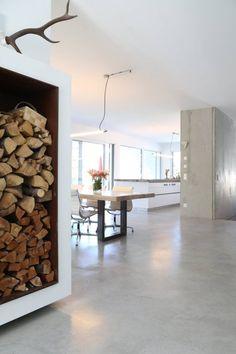 Sichtbeton Wände und Treppe, Sichtestrich _ Bauhaus Villa in München: minimalistische Esszimmer von Architekten Team 2P-raum®