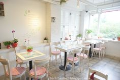 white and red are always cute together like a little red riding hood #cafe #interior #design