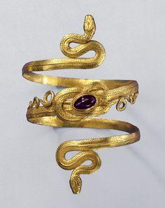 Snake Bracelet, gold with garnets, Greek-Hellenistic 3rd-2nd century B.C. Photo by Gunther Meyer / Schmuckmuseum Pforzheim.