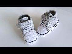 Crochet Shoes Pattern, Shoe Pattern, Baby Converse, Diaper Covers, Crochet Videos, Crochet Clothes, Crochet Baby, Baby Shoes, Kids