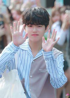 #LeeJinwoo #PRODUCEX101 #PRODUCE_X_101 Cute Korean Boys, Asian Boys, Cute Boys, Cute Babies, My Moon And Stars, Wattpad, Kpop Boy, Monsta X, Boy Groups