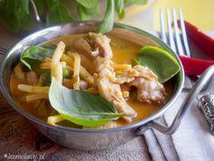 Czerwone curry z kurczakiem w stylu tajskim