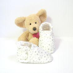 Chaussons bébé blancs à étoiles grises doublés en molleton fin 0/3 mois Tricotmuse : Mode Bébé par tricotmuse