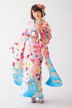 The lovely and talented Yuko Oshima for Oshima-U-Co kimonos. Good luck on your graduation form Yuko . keep making great kimono designs : ) Furisode Kimono, Kimono Dress, Kimono Japan, Japanese Kimono, Traditional Kimono, Traditional Dresses, Japanese Outfits, Japanese Fashion, Geisha
