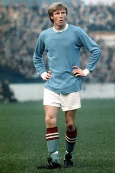 Colin Bell of Manchester City Pure Football, Football Icon, Best Football Team, Retro Football, Vintage Football, Football Soccer, Football Players, Football Kits, Football Cards