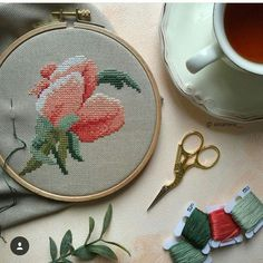Flora Pattern, Cross Stitch Flowers, Cross Stitch Embroidery, Projects To Try, Coin Purse, Patterns, Punto De Cruz, Dots, Hand Embroidery