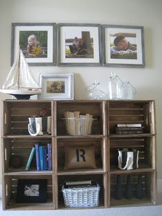 Easy Crate Bookshelves - The Lilypad Cottage, great storage Best Picture For Wooden crates bookshelf Home Improvement Projects, Home Projects, Apartment Projects, Diy Furniture, Furniture Design, Bedroom Furniture, Creative Bookshelves, Styling Bookshelves, Crate Bookshelf