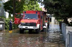 Nutzfahrzeuge von Mercedes-Benz im extremen Hochwassereinsatz