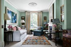 Interior and textile designer Penny Morrison decorated this beautiful London living room for a lucky client. Pic by Alicia Taylor, in House and Garden magazine pennymorrisoninteriors penny_morrison_accessories - Bachelor Room, Conservatory Dining Room, Green Rooms, Green Walls, Victorian Terrace, Victorian House, Interior Decorating, Interior Design, Interior Ideas