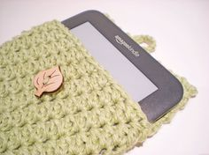Kindle Case / Kindle Sleeve / Kindle Cover / crochet by raenclowds, $20.00