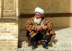 Uzbek man in traditional clothes, Uzbekistan